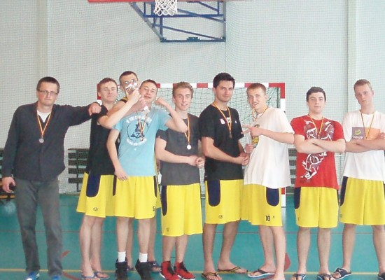 III LO z brązowym medalem w koszykówce